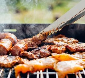 Barbecue ou plancha : le duel enflammé !