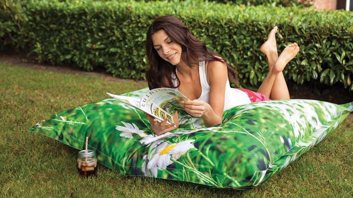 Gros pouf d'extérieur pour un jardin cocooning
