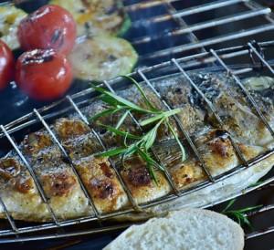 Poisson légumes viandes recette cuisine barbecue suspendu